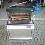 Brotschneidemaschine vor der Reinigung