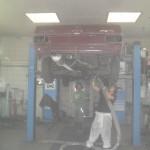 Unterbodenschutzentfernung an einem Mercedes Oldtimer