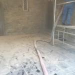 Bruchsteinwand während der Trockeneisbehandlung